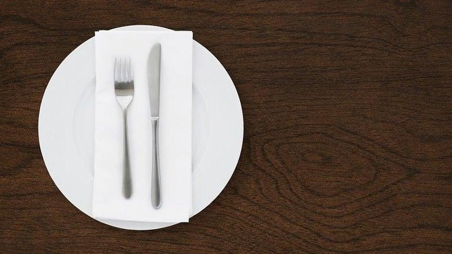 """Puhtaalle lautaselle on jo voinut laskeutua kodin mikromuoveja. Kuva: <span class=""""photographer"""">Heriot–Watt University</span>"""
