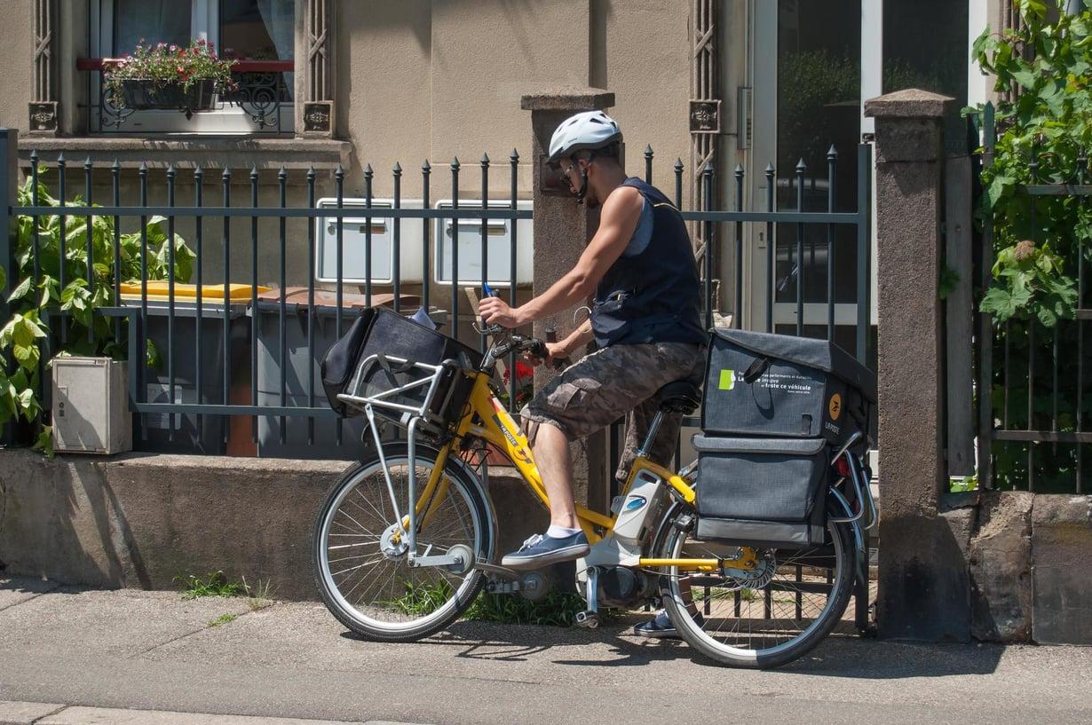 Tämä ranskalainen postimies ei liity huumorinobeltutkimukseen. Kuva: Shutterstock