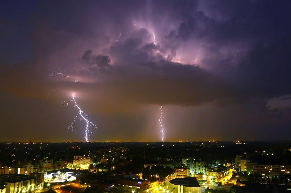 Salamointi laukaisee ydinreaktioita ilmakehässä. Kuva: Timo Newton-Syms/Wikimedia Commons