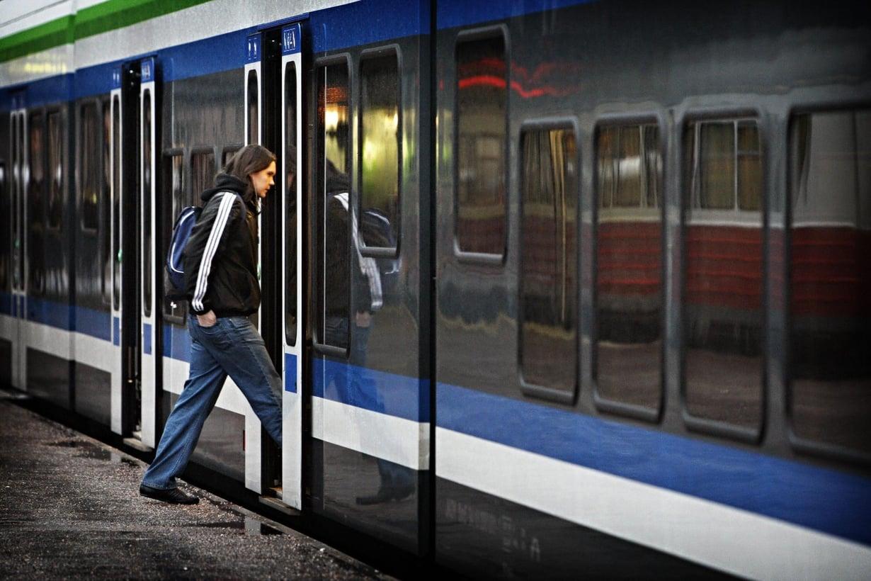 Paikallisjuna pitää hoikkana. Kuva: Heidi Piiroinen / HS