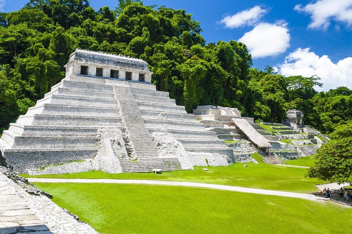 Palenque on yksi parhaiten säilyneitä muinaisia mayakaupunkeja. Se sijaitsee eteläisessä Meksikossa Chiapasin osavaltiossa. Kuva: Jan Harenburg/Wikimedia Commons