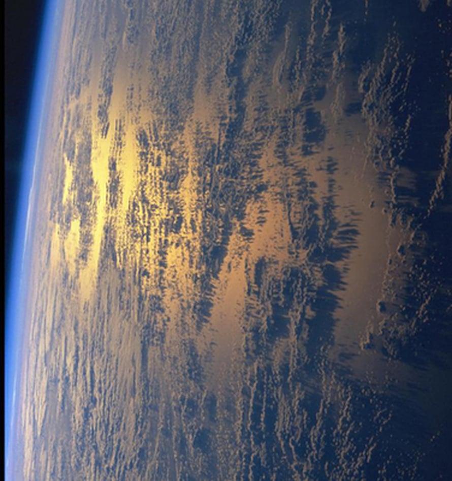 """Maan ilmakehäKuva: <span class=""""photographer"""">Nasa</span>"""