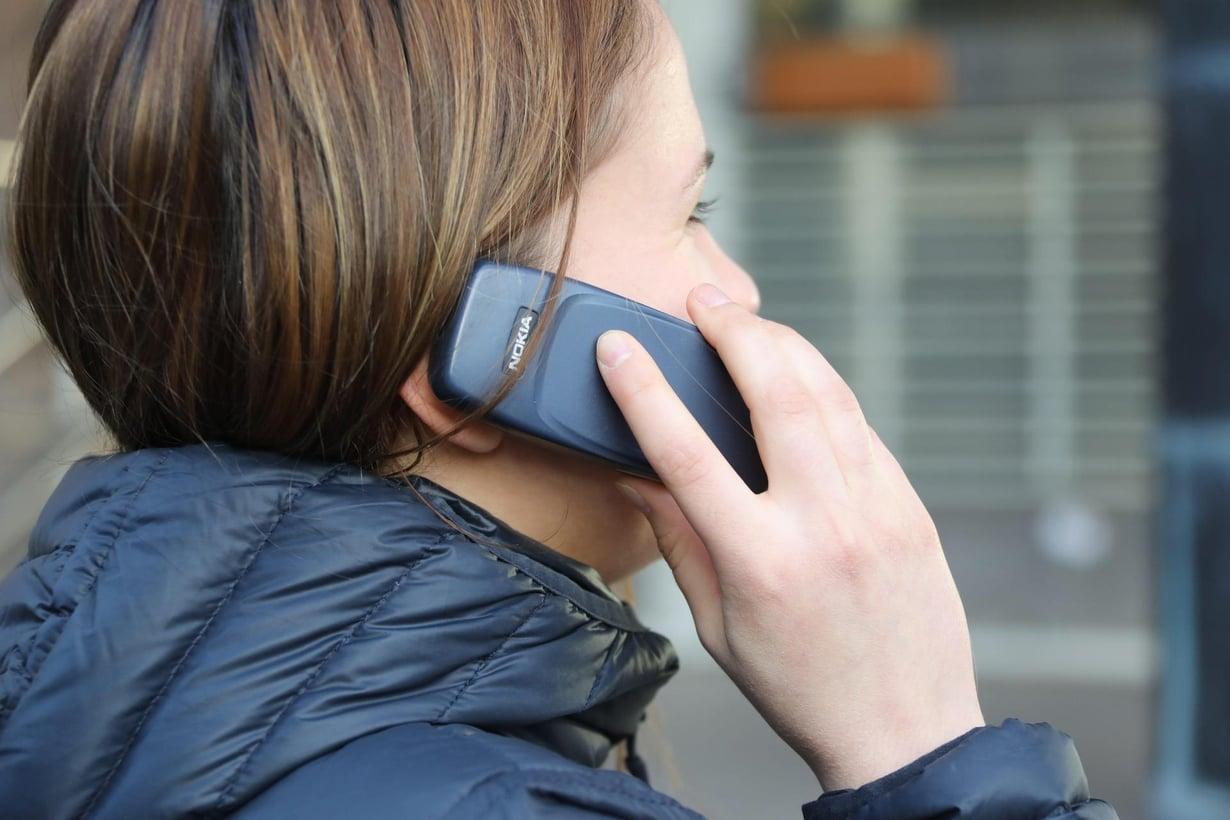 Vähän laulava äänensävy saa ihmisen kuulostamaan puhelimessa luotettavalta, tutkijat päättelivät.