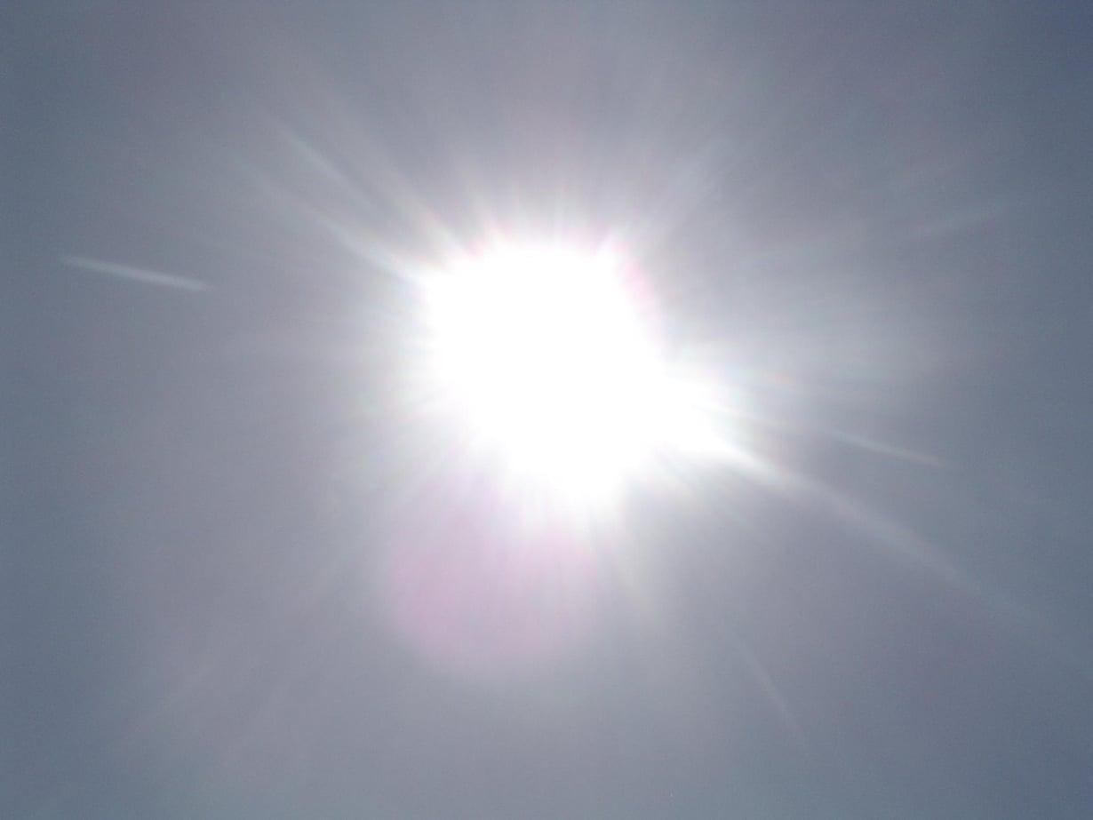 Auringon säteilymuutokset muuttavat lämpötilaa Maassa 0,1 asteella.