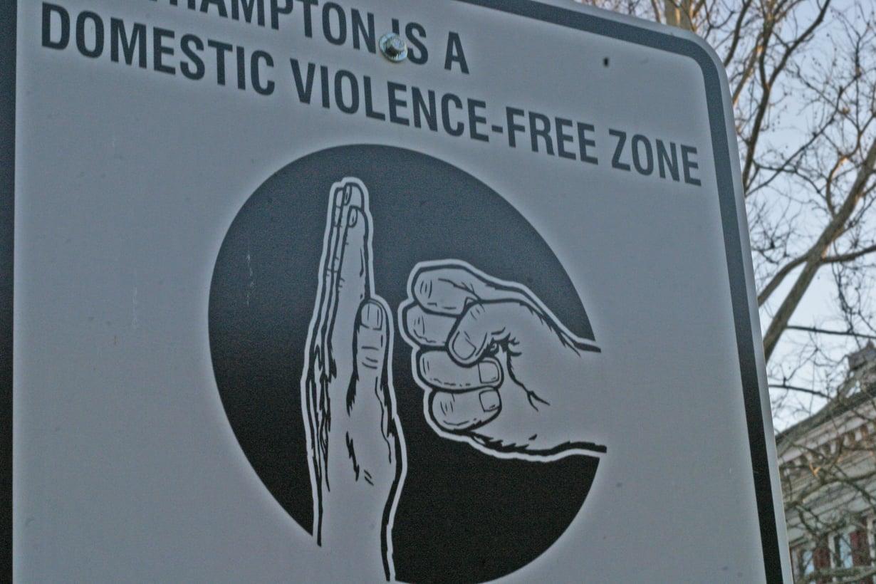 Asuinalue on julistettu kotiväkivallattomaksi.