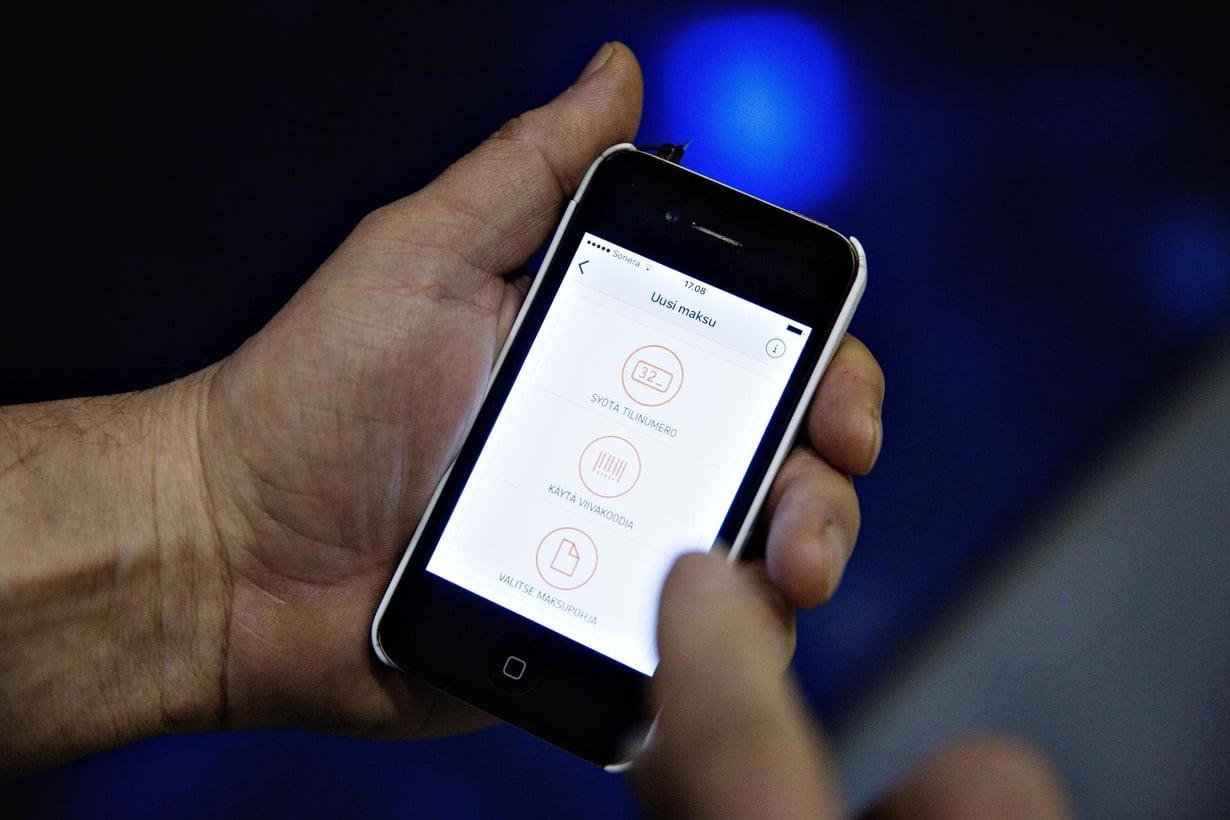 Suurienergiainen hiukkanen voi kääntää bitin kännykässä. Kuva: Kaisa Rautaheimo / HS