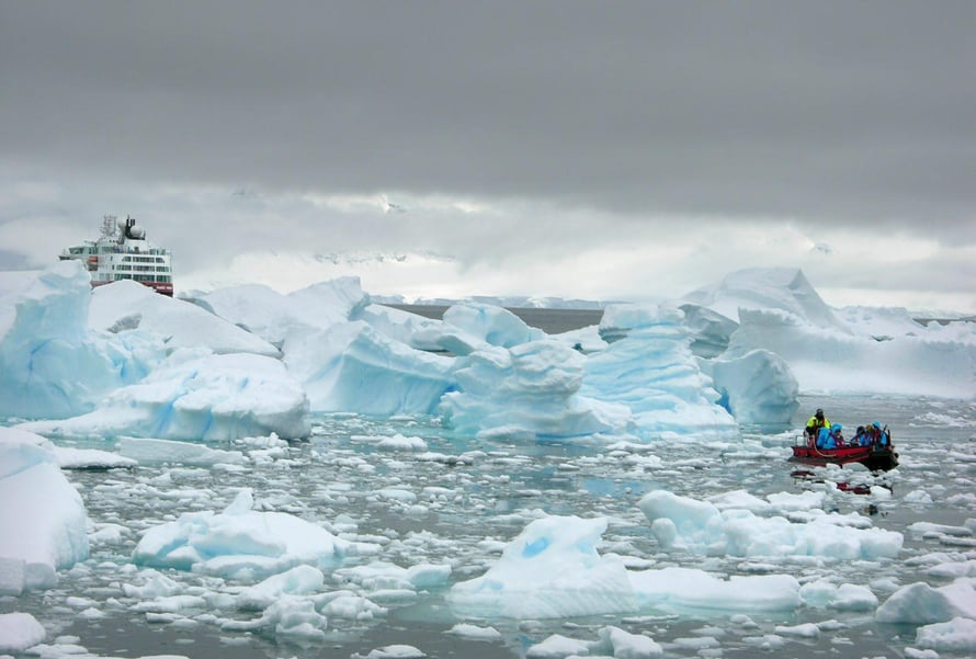 """Etelämantereesta irtoava jää lannoittaa planktonia. Kuva: <span class=""""photographer"""">Hannu Pöppönen</span>"""