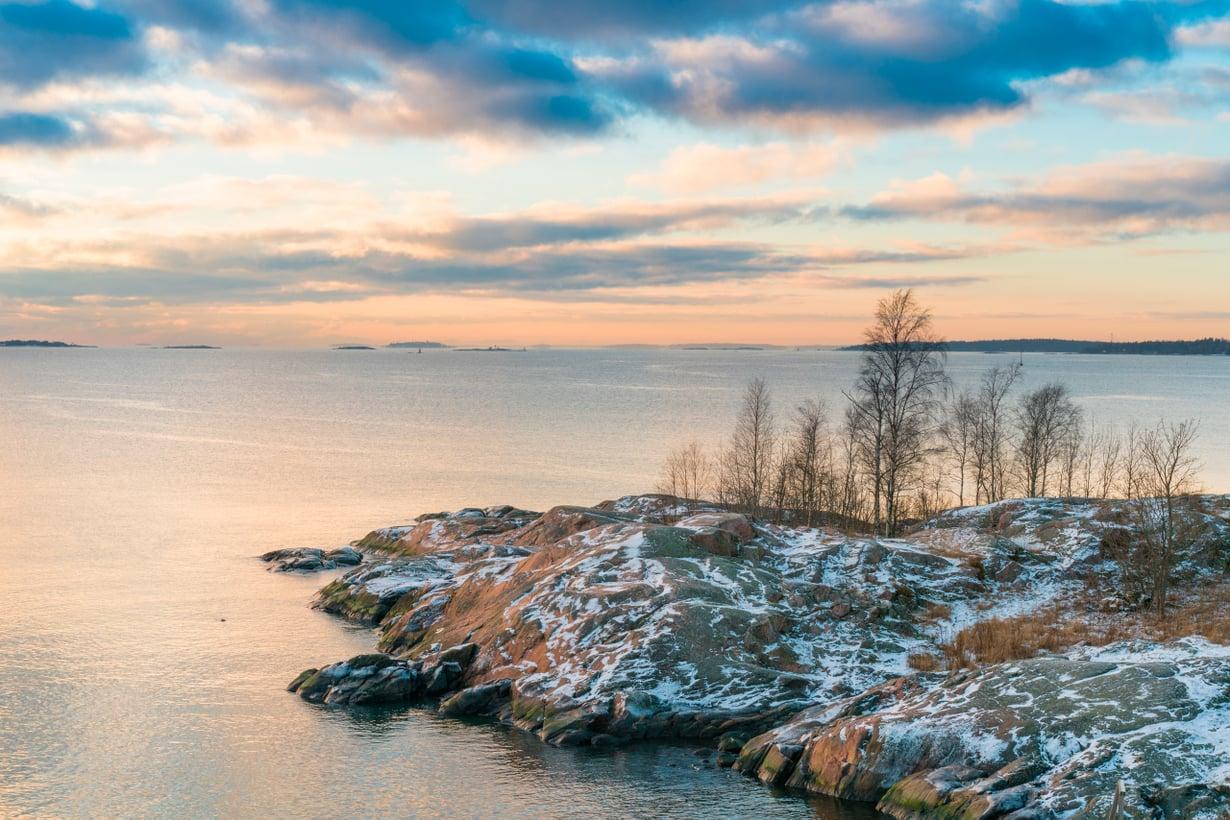 Helsingin edusta lainehtii, kun muun Suomen merenlahtia jo kattaa jää. Kuva: Shutterstock