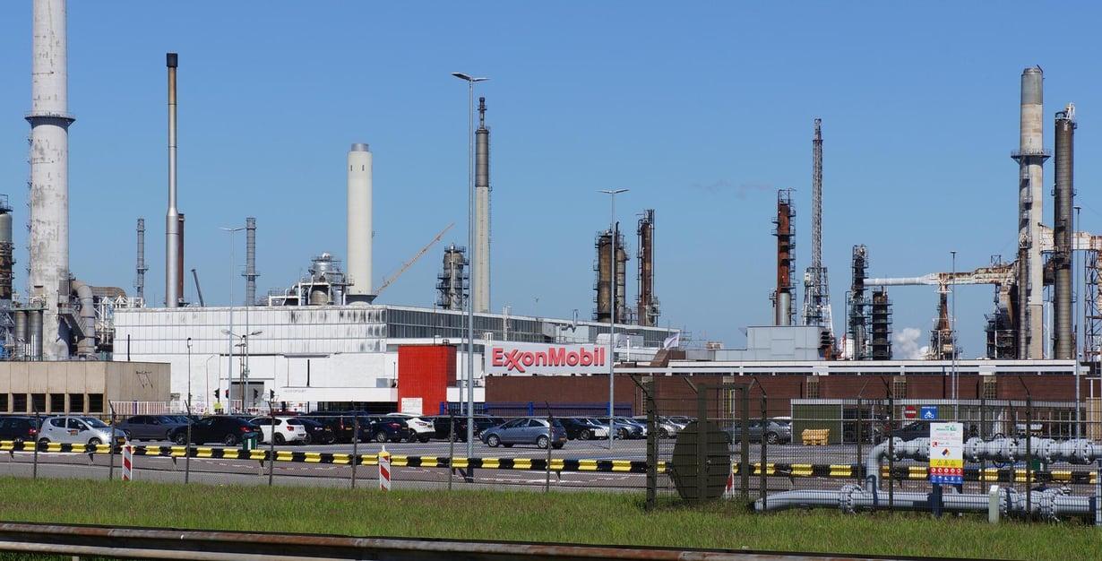 Exxon Mobilin öljynjalostamo Rotterdamissa. Kuva: Shutterstock