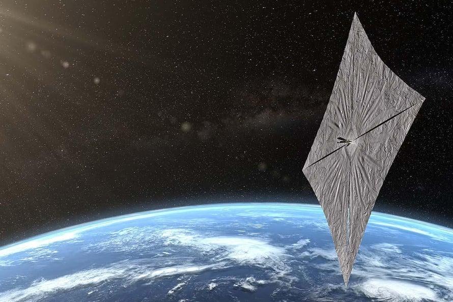 """Aurinkopurjeesta voi tulla halpa avaruusrahdin kuljetusväline. Kuva: <span class=""""photographer"""">Planetary Society</span>"""