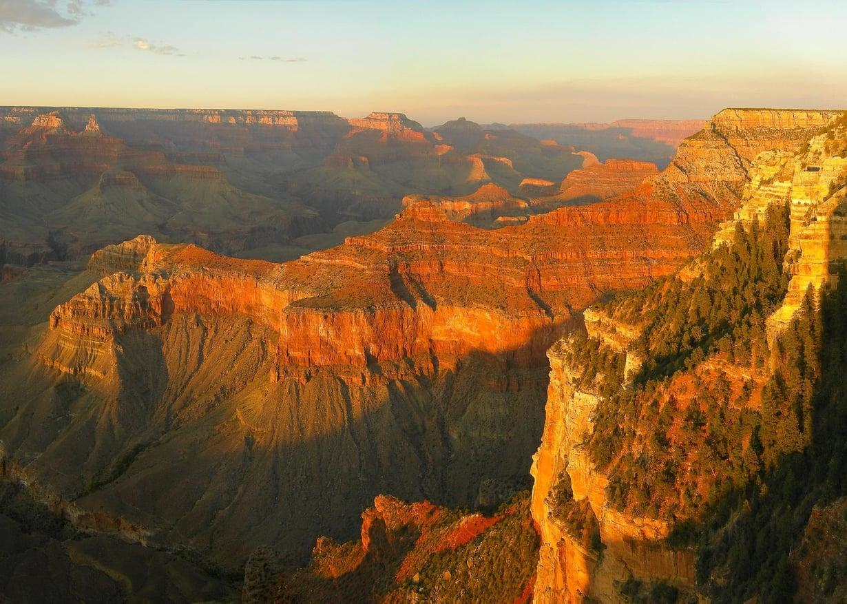 Colorado-joki on uurtanut mahtavan Grand Canyonin, joka yltää 1,6 kilometrin syvyyteen. Samaa punaista kiveä löytyi Tasmaniasta. Kuva: Tobias Alt / Wikimedia Commons