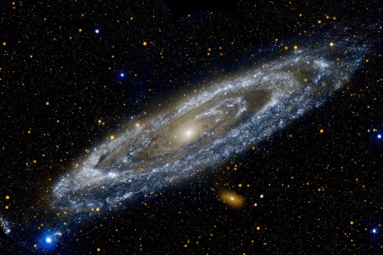 Naapurimme Andromeda kuuluu litteisiin kierregalakseihin. Kuva: Nasa