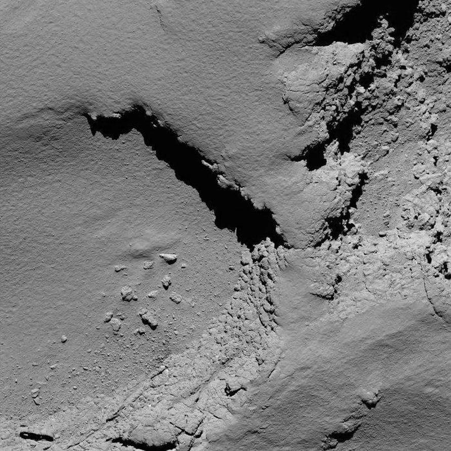 Rosettan Osiris-kamera otti tämän kuvan perjantaina aamulla noin 5,8 kilometrin päässä pinnasta. Kuva: Esa