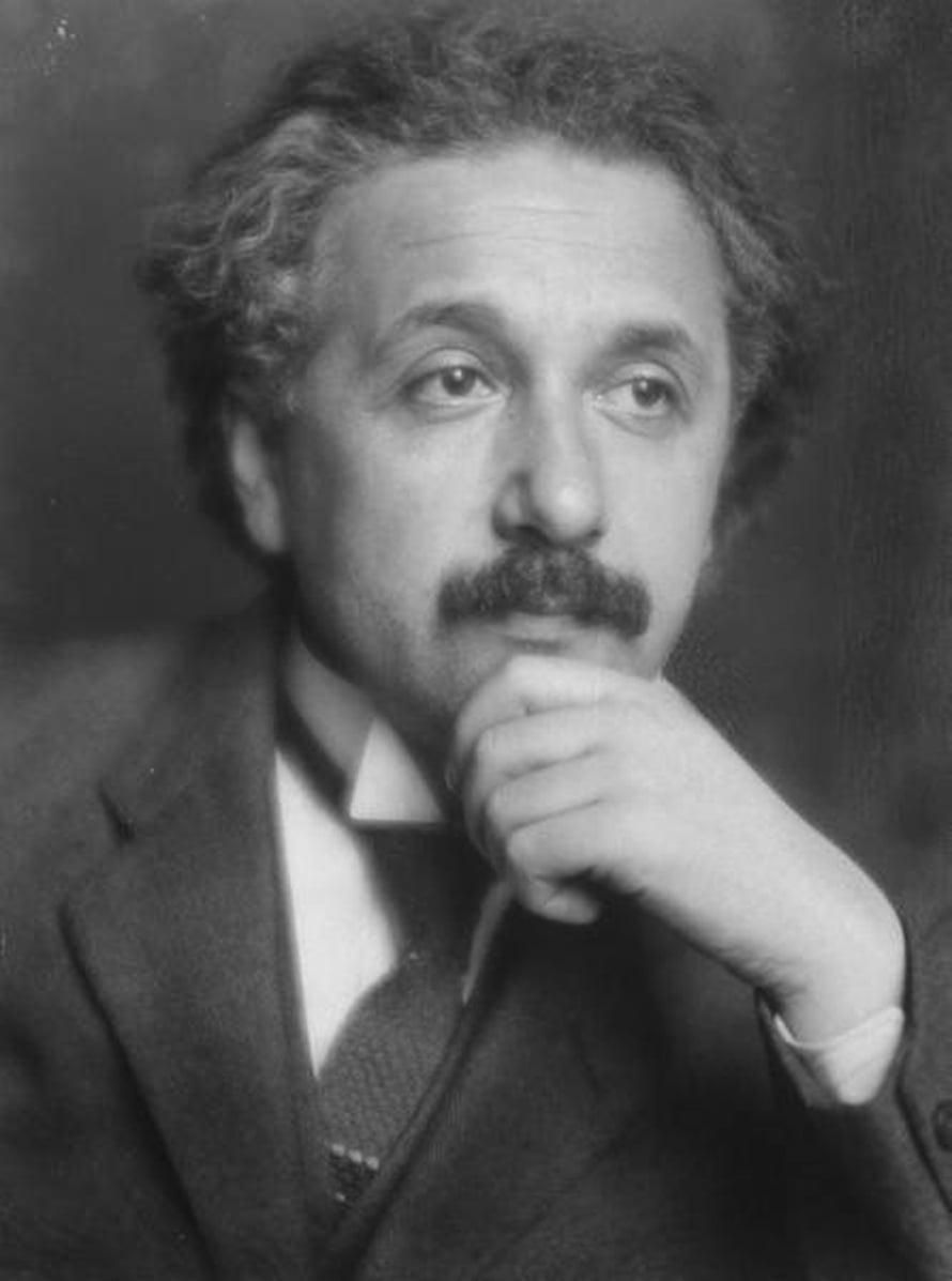 Albert Einstein on kuuluisimpia taustaltaan euroopanjuutalaisia ihmisiä.