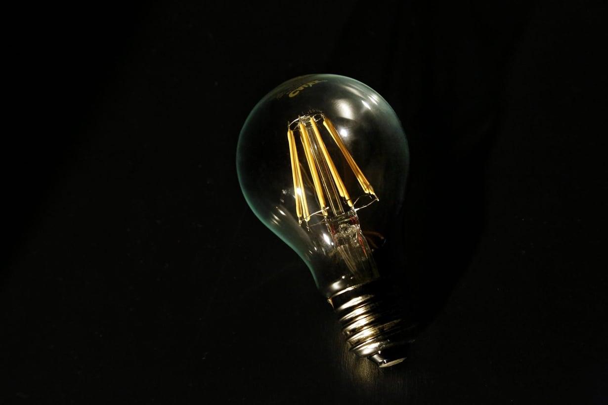 Disneyn kehitysosasto sai lampun syttymään ilman johtoa. Kuva: Sirpa Räihä / HS