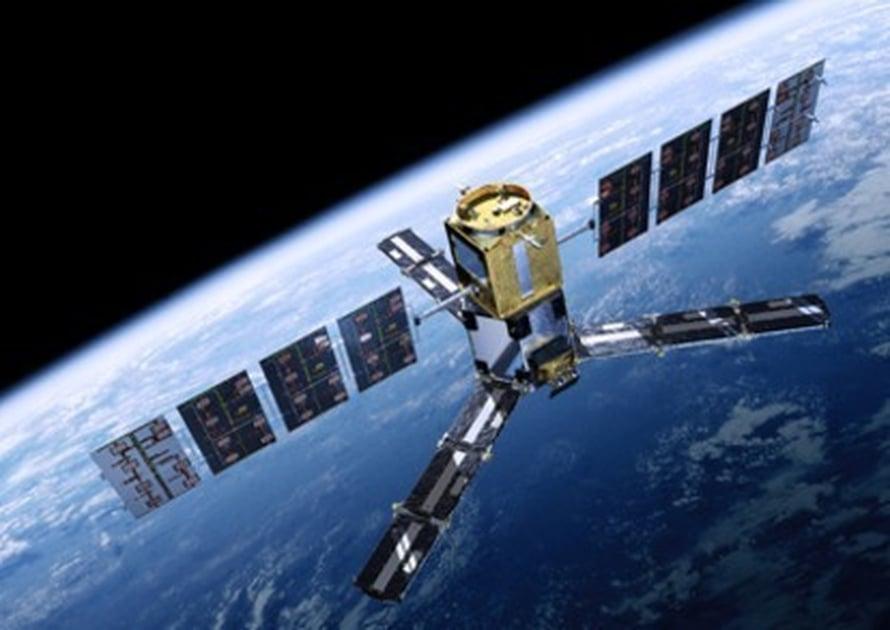 """Taitelijan näkemys Smos-satelliitista radallaan. Kuva: <span class=""""photographer"""">ESA/AOES Medialab.</span>"""