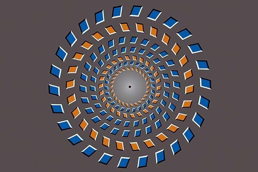Liikuta päätäsi kohti kuvaa ja sitten poispäin. Pyörivätkö renkaat?
