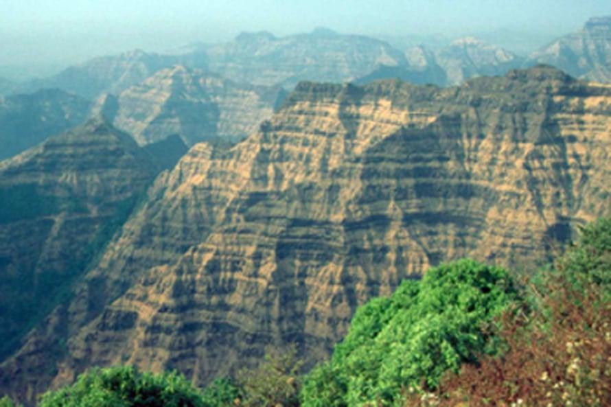 "Deccanin laavamuodostelmia. Kuva: <span class=""photographer"">M. Widdowson. Science/AAAS</span>"