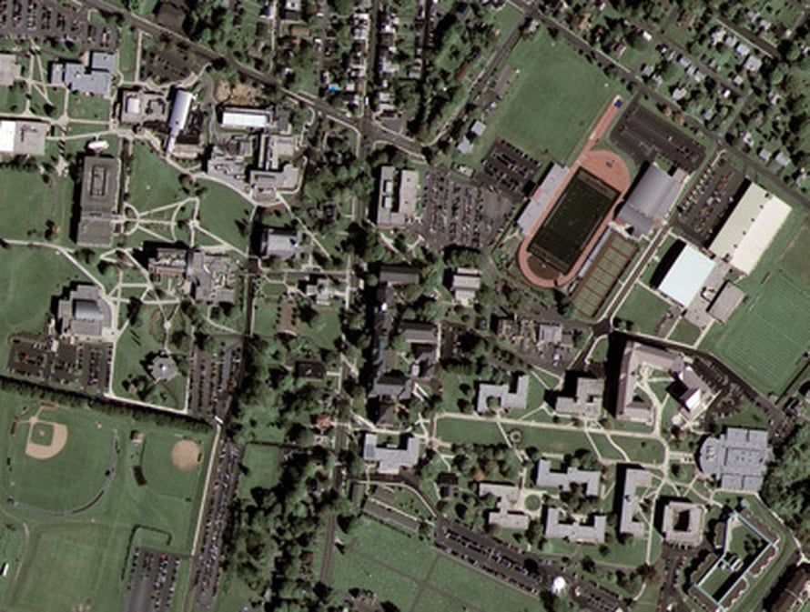 Kutztownin yliopisto Pennsylvaniassa Googlen sponsoroiman GeoEye-1-satelliitin kuvaamana.