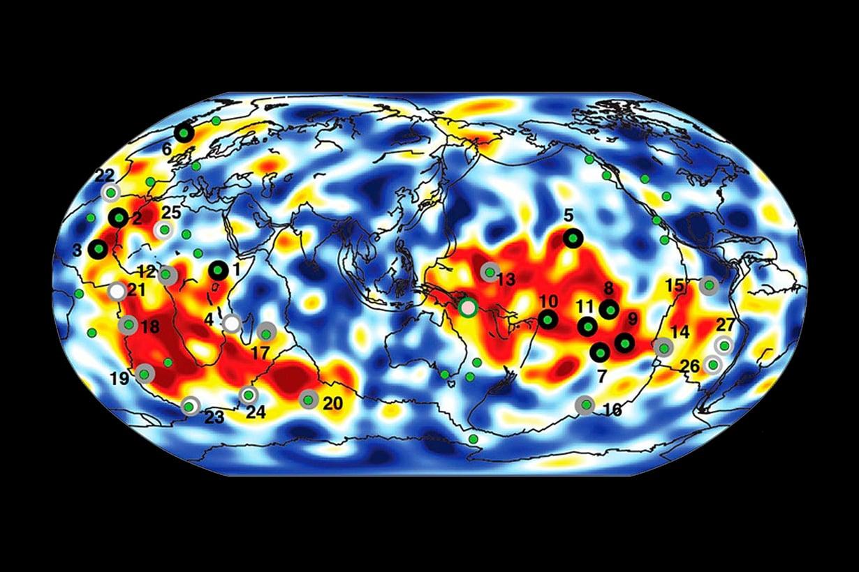 Virtaukset kohoavat yllättävän suorina ja paksuina. Karttaan on merkittylämmönnousu ja kuumat pisteet. Kuvat UC Berkeleyt