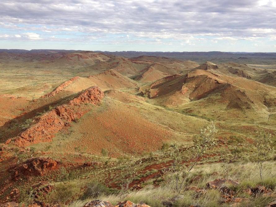 Muinaiset elonmerkit löytyivät Pilbaran kratonin maisemista Länsi-Australiasta. Kuva: Kathleen Campbell
