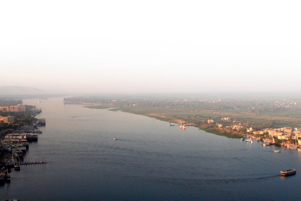 Mielikuvissamme Niili yhdistyy Egyptiin, mutta virta on kansainvälinen. Sen valuma-aluetta hyödyntää kymmenen muutakin maata. Kuva: Shutterstock