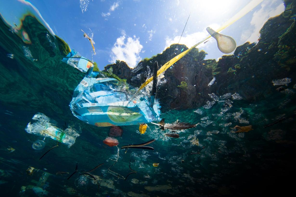 Väite, että merissä on pian enemmän muovia kuin kalaa, havahdutti ihmiset roskaamisen laajuuteen. Kuva: Getty Images