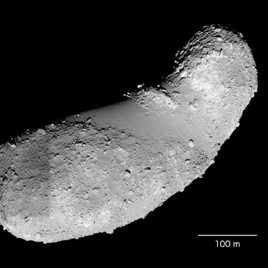 """Maapähkinän mallinen Itokawa-asteroidi on kuulunut alkujaan isompaan kivikappaleeseen. Kuva: <span class=""""photographer"""">Jaxa</span>"""