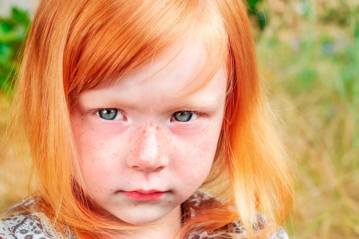 Ikätoverien ilkeys ei kasvata luonnetta, vaan horjuttaa mielenterveyttä vielä aikuisena. Kuva Shutterstock.