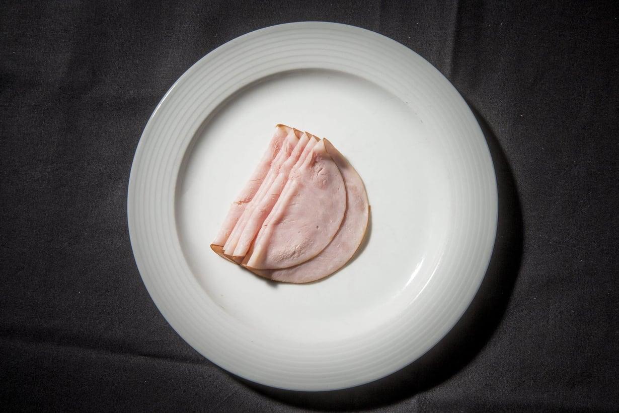 Erityisen haitallisia ovat tuoreen tutkimuksen mukaan prosessoidut lihatuotteet kuten makkarat, pekoni ja leikkeleet. Kuva: Pete Aarre-Ahtio