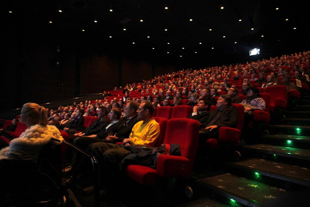 Elokuvateatterin ilman koostumus muuttuu jännityksen mukana. Kuva: Reijo Hietanen