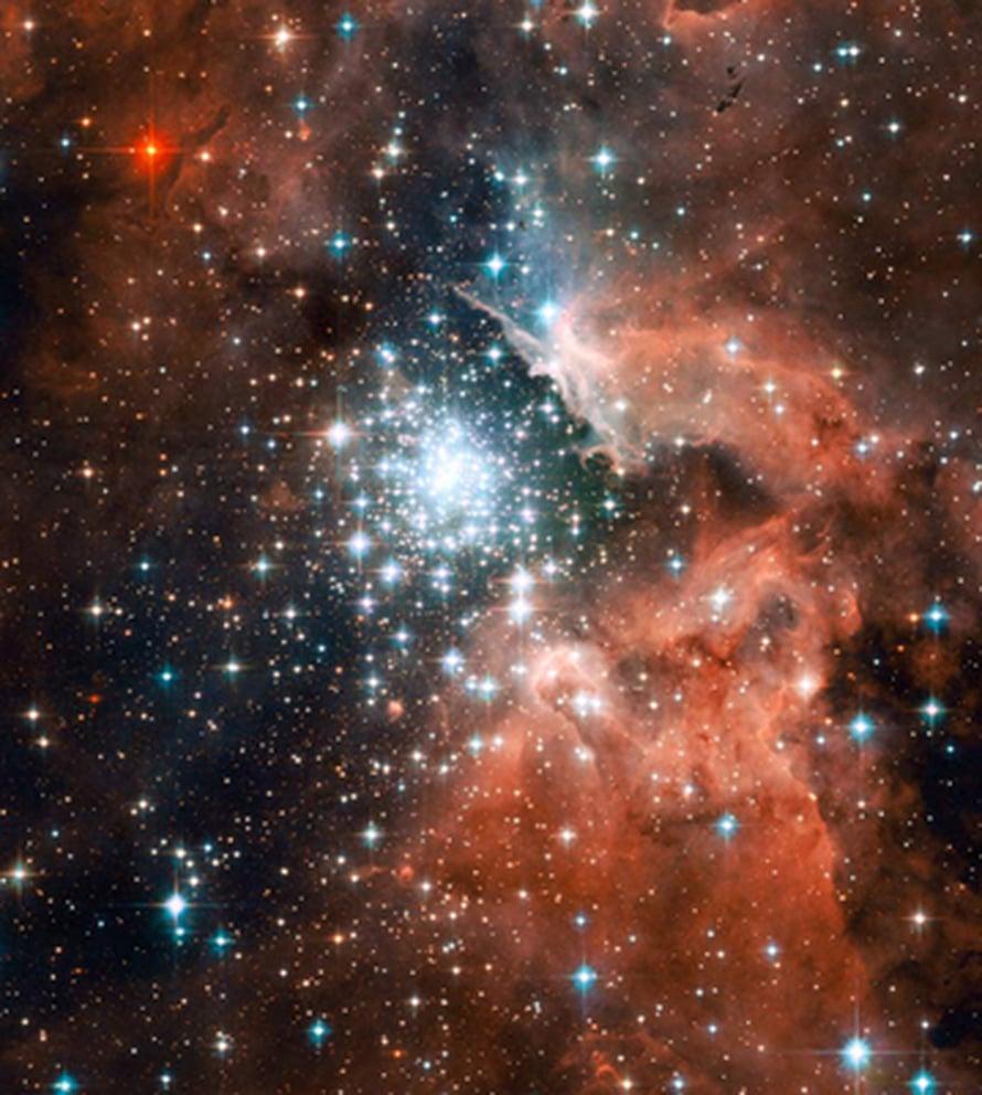 """Useimmat kuvassa näkyvän joukon kirkkaista tähdistä ovat kuumia sinisiä nuorukaisia, joiden hiukkasista muodostuva tähtituuli ja ultraviolettisäteily ovat puhdistaneet suuren tyhjän alueen joukon ympärille. Kuva: <span class=""""photographer"""">NASA, ESA and the Hubble Heritage</span>"""