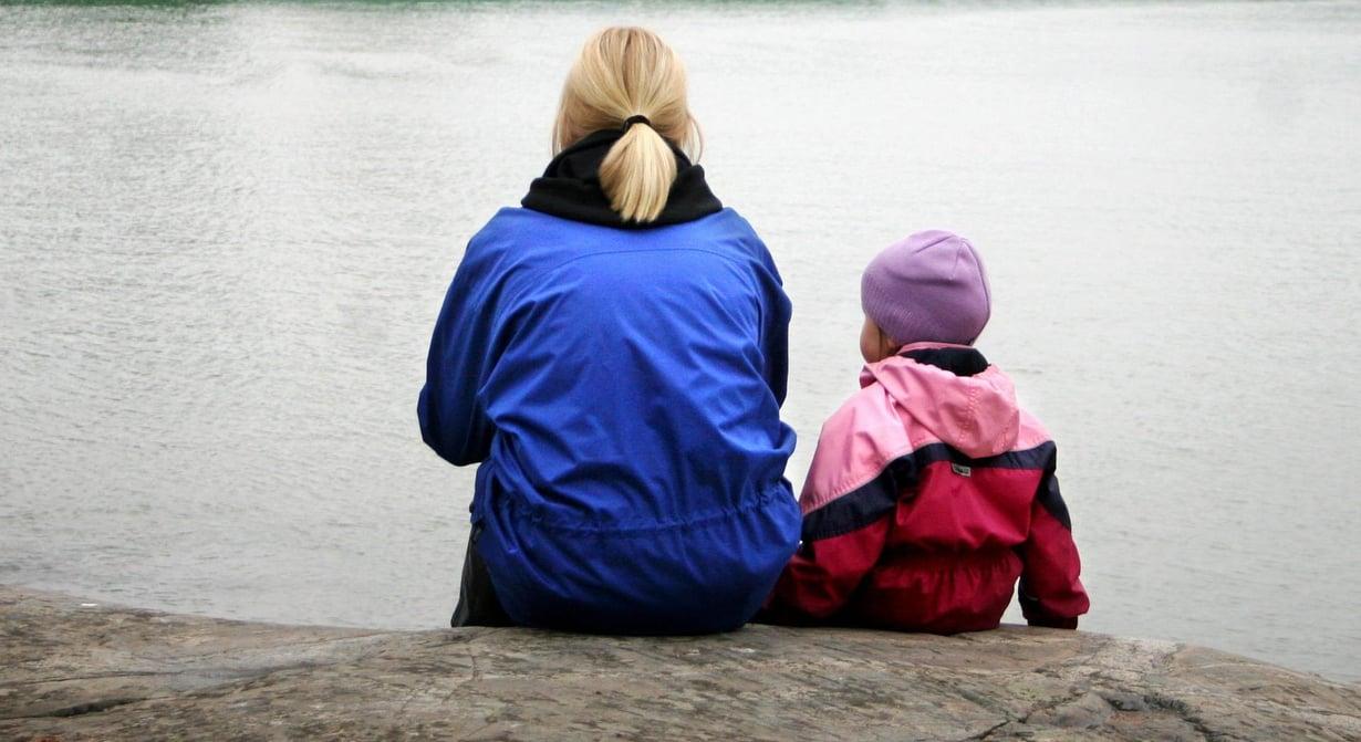 Tutkimuksen mukaan vanhemmat suosivat itsensä kanssa samaa sukupuolta olevia lapsiaan. Kuva: Kimmo Taskinen