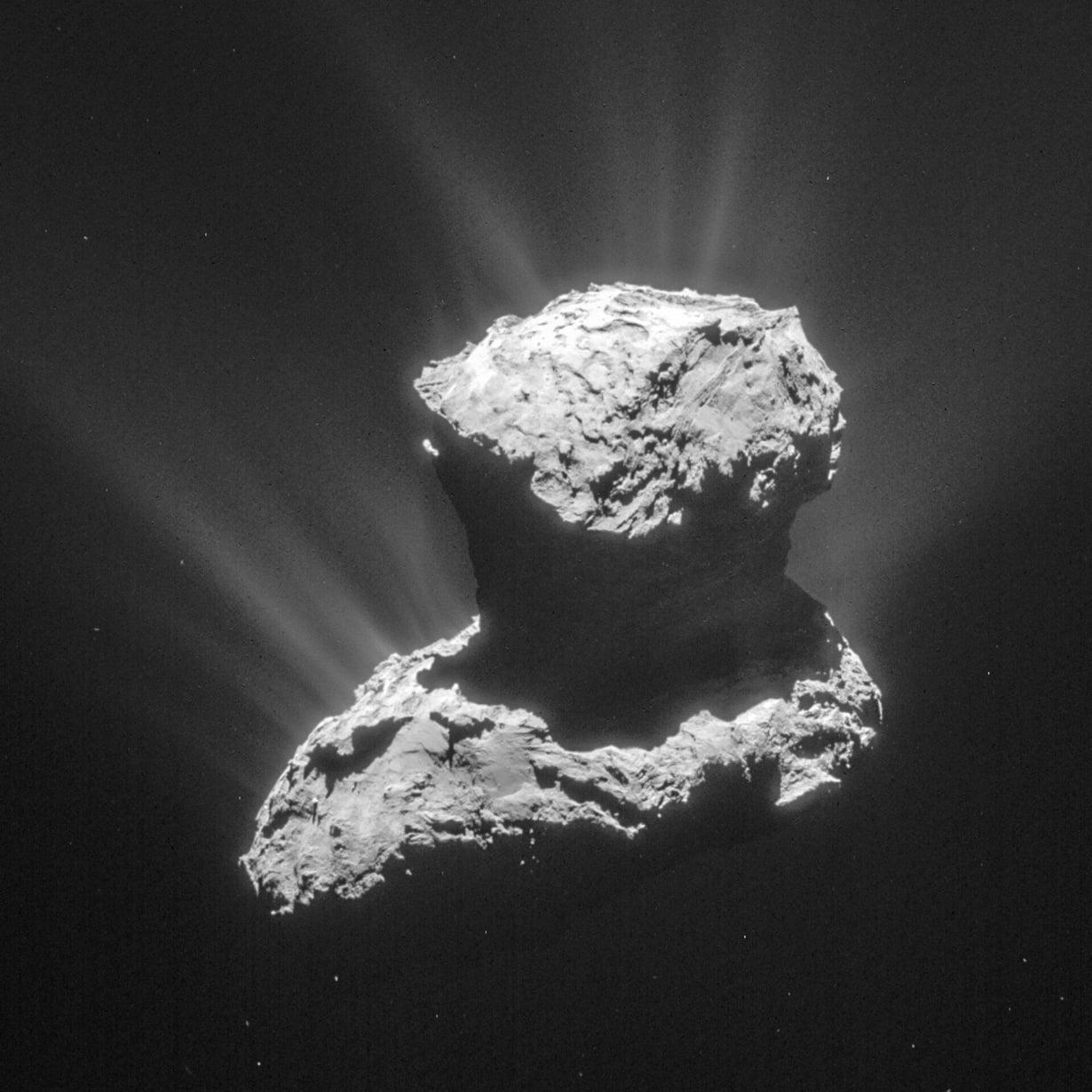 Rosetta-luotain tutki komeetta 67P/Churyumov-Gerasimenkoa lähietäisyydeltä, ja laskeutuja Philae pääsi sen pinnalle. Kuva: Esa