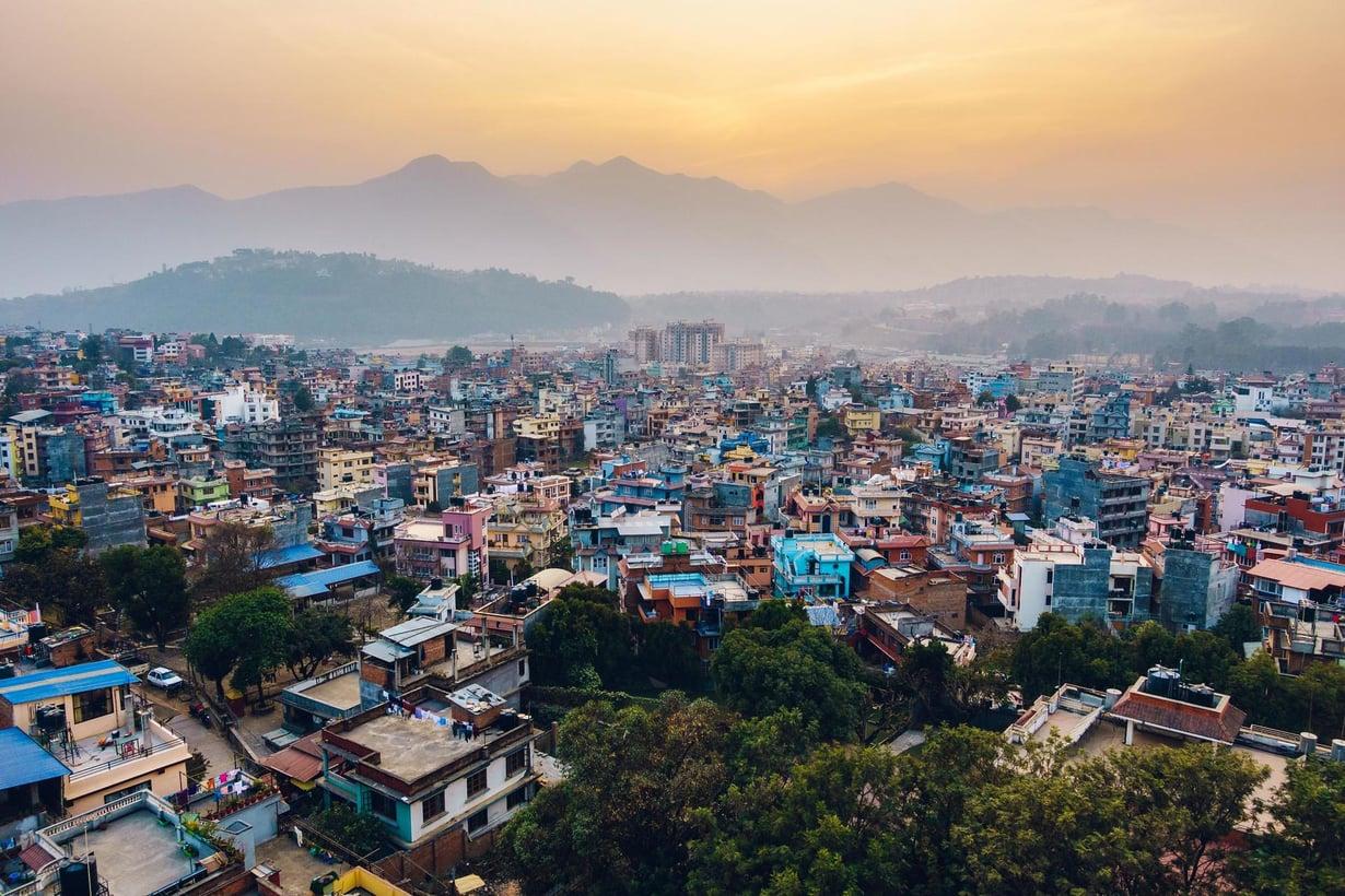 Auringonnousu Katmandussa paljastaa ilman epäpuhtauksia. Kuva: Getty Images