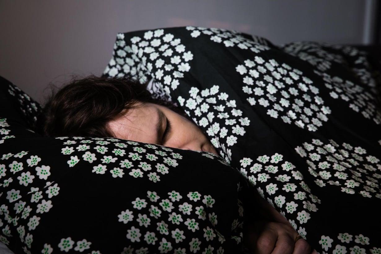 Uneen vaipuminen on monelle työlästä. Kuva: Juhani Niiranen