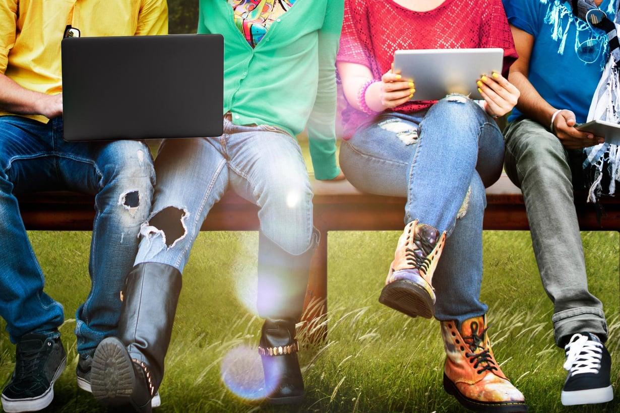 Tuttujen kesken voi istua jalat auki. Kuva: Shutterstock