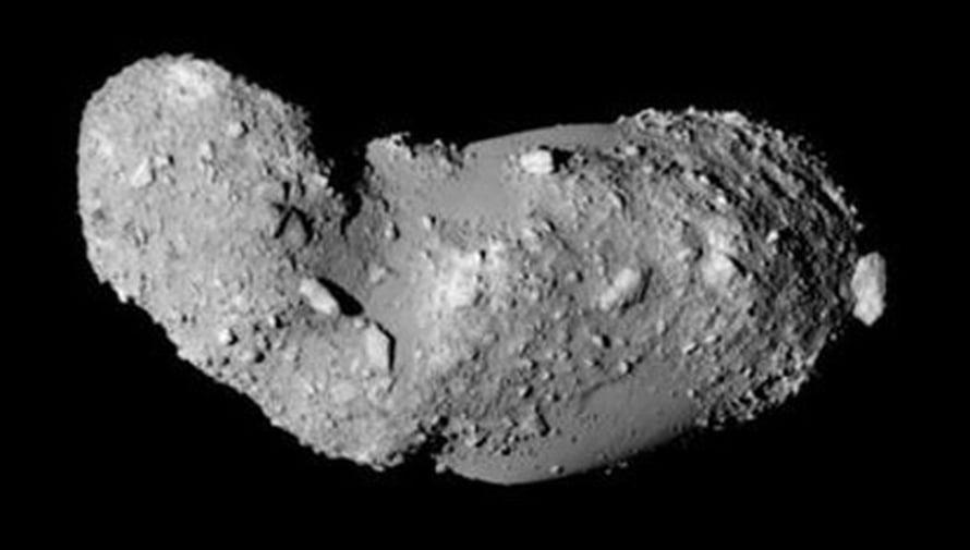 Asteroidi Itokawa. Kuva ISAS/JAXA