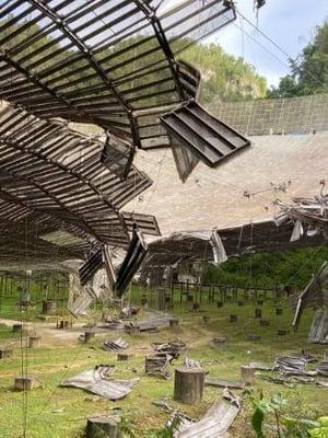 """Isoon lautasantenniin tuli syksyllä reikä. Kuva: <span class=""""photographer"""">Arecibo Observatory</span>"""
