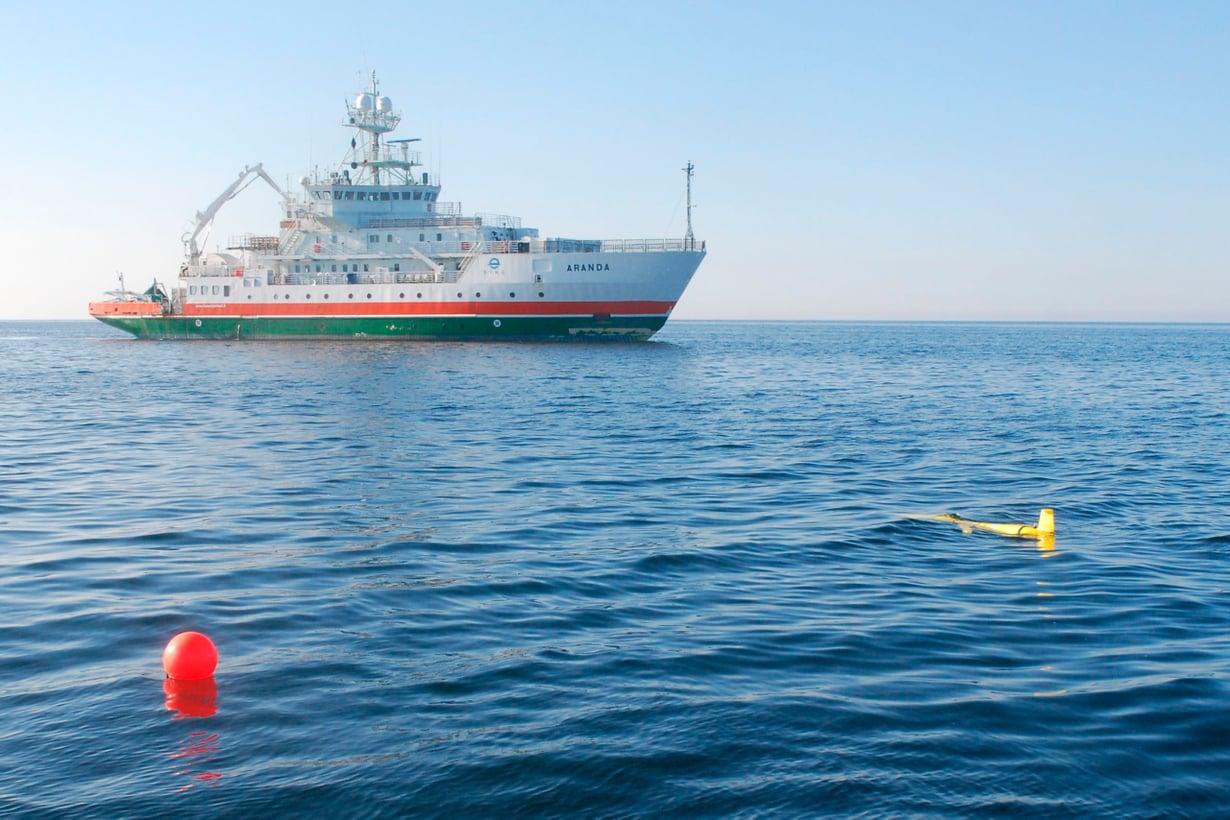 Uivelo kuuluu niin kutsuttuihin robottiliitimiin, vaikka sen tehtävänä onkin sukeltaa ja kerätä tietoa Itämeren veden tilasta pinnasta pohjaan. Kuva: Kimmo Tikka / Ilmatieteen laitos