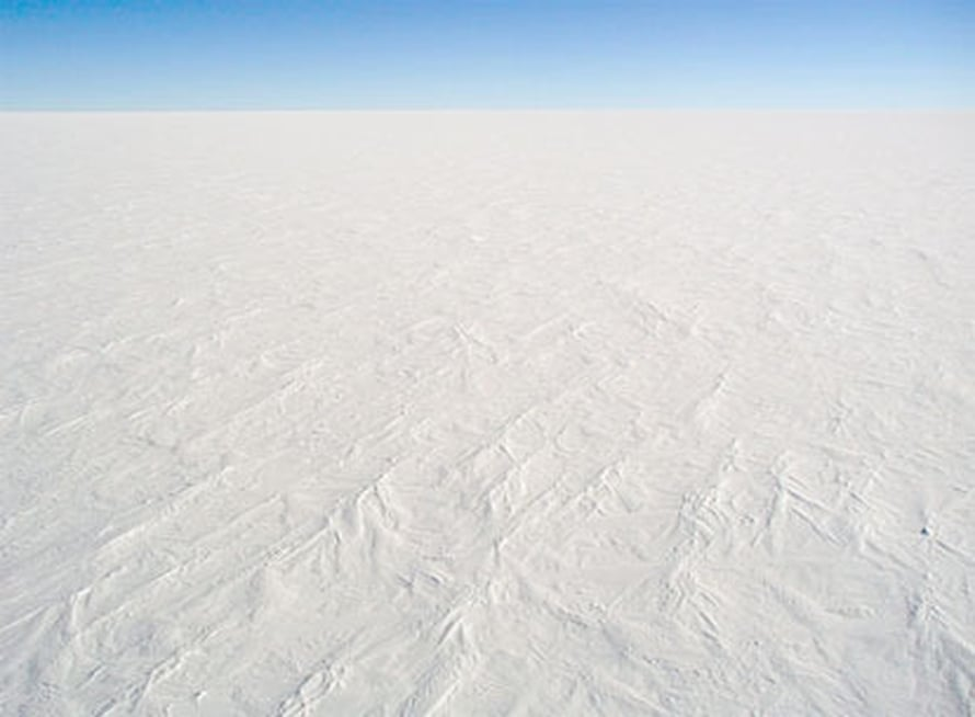 "Kuva: <span class=""photographer""><A HREF=http://en.wikipedia.org/wiki/Image:AntarcticaDomeCSnow.jpg>Wikimedia Commons</A>.</span>"
