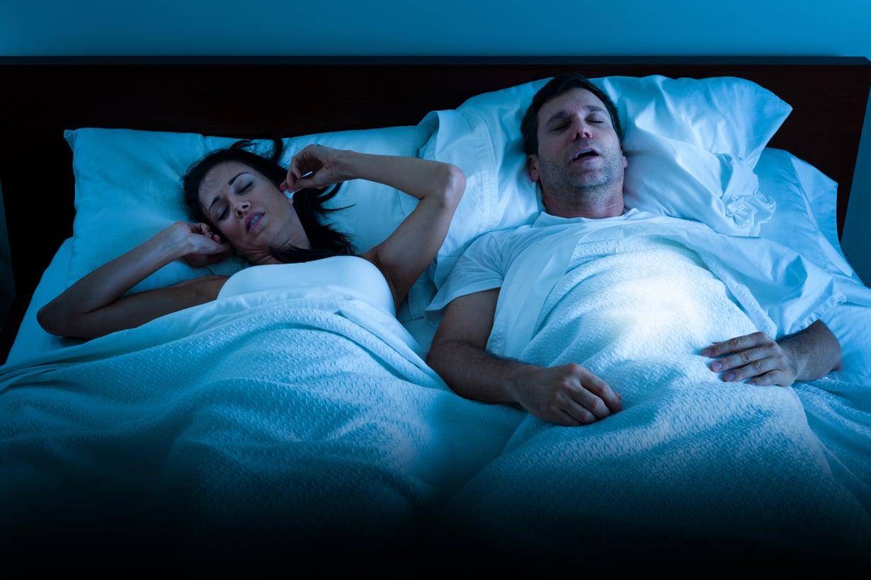 Katkonainen kuorsaus kertoo uniapneasta. Kuva: Getty Images