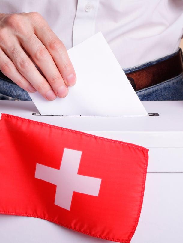 """Sveitsiläiset sanovat sanansa niin valtakunnallisista kuin paikallisista asioista.  Kansanäänestyksiä järjestetään muutamia vuodessa. Kuva: <span class=""""photographer"""">iStock</span>"""