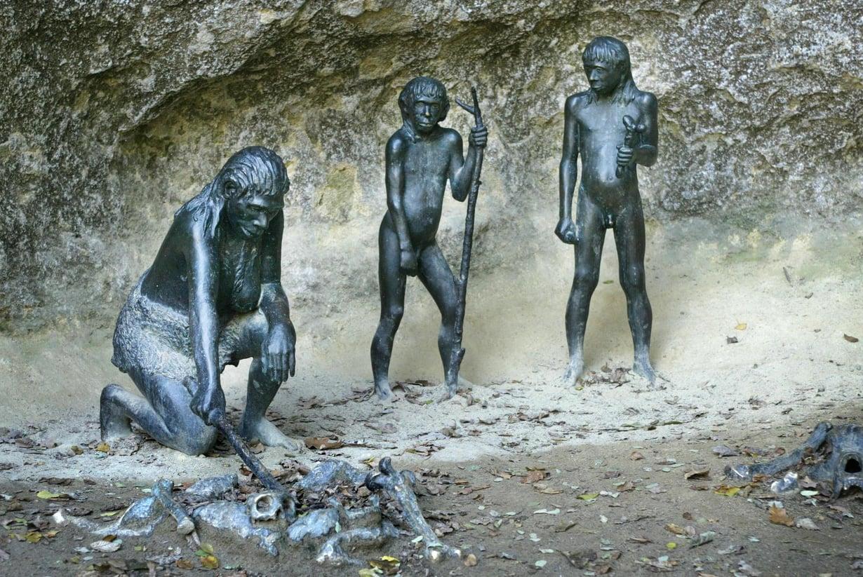 Kroatian Krapinassa on ollut neandertalinihmisten asuinpaikka. Muinaisihmisiä muistetaan veistoksin. Kuva: Juhani Niiranen / HS