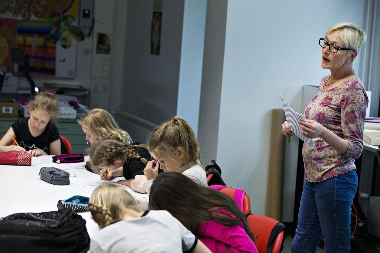 Martinlaaksen koulussa opiskellaan viroa. Kuva: Juhani Niiranen / HS