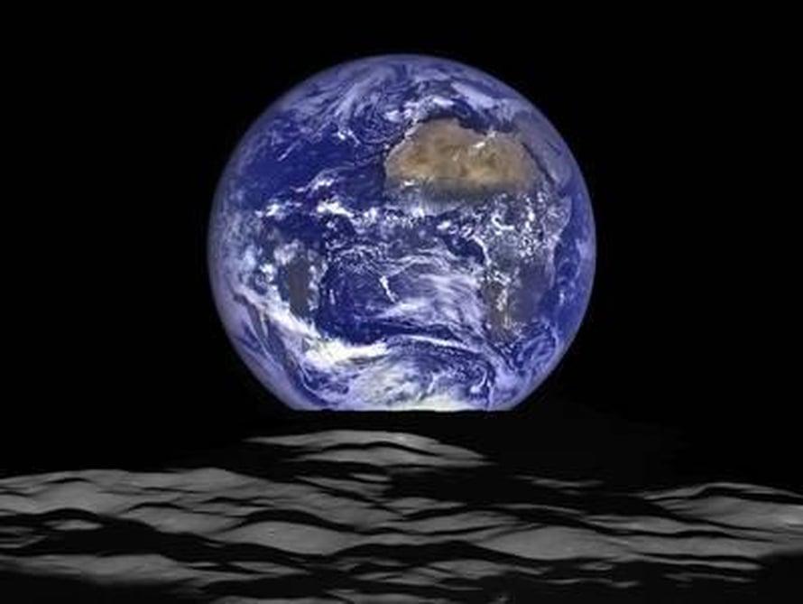 """Kuuluotaimen kuvassa näkyy Afrikka ja Suomestakin osa. Kuva: <span class=""""photographer"""">NASA</span>"""