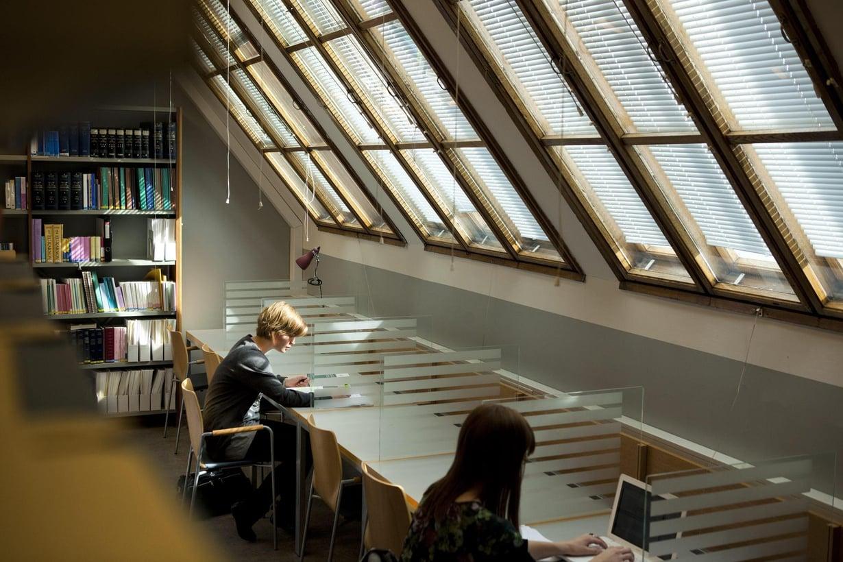 Opiskelija voisi hyötyä muistitekniikoista. Kuva: Mika Ranta / HS