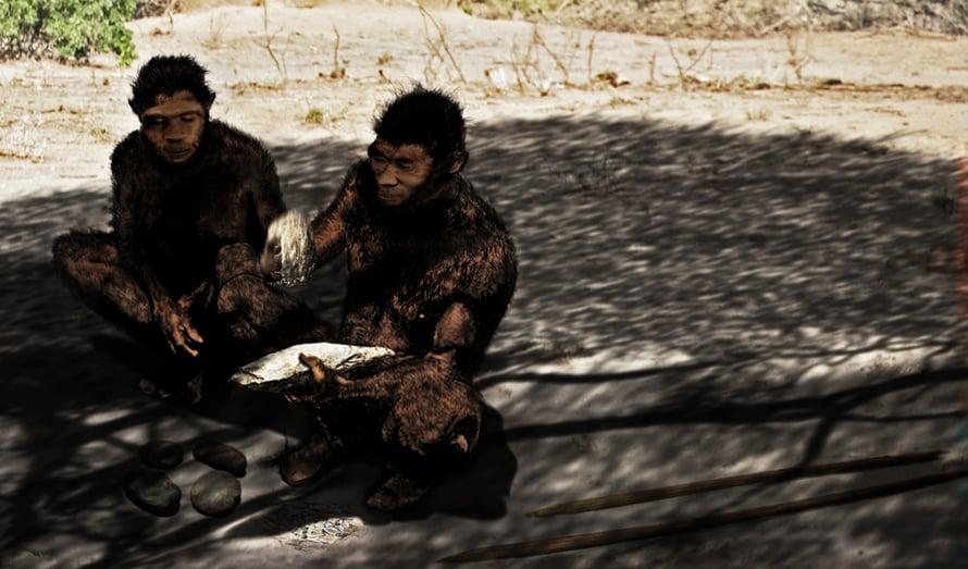 """Rekonstruktio Homo erectus -perheestä. Kuva: <span class=""""photographer"""">Henry Gilbert ja Kathy Schick / Wikimedia Commons</span>"""