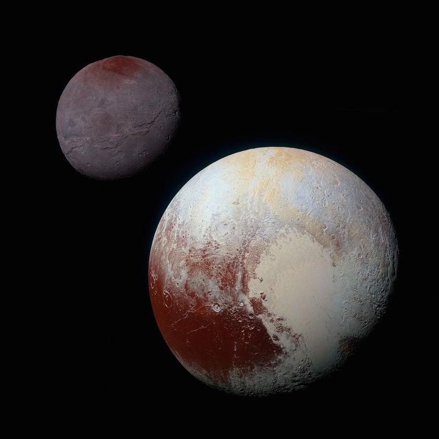 """Pluto ja Kharon näyttävät toisilleen koko ajan saman puolensa. Kuva: <span class=""""photographer"""">Nasa</span>"""
