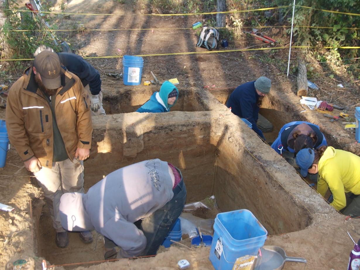 Xaasaan jääkautiset kivityökalut ja talon rakenne muistuttavat enemmän Siperian Ushkista kaivettuja kuin muualta Yhdysvalloista löytyneitä.